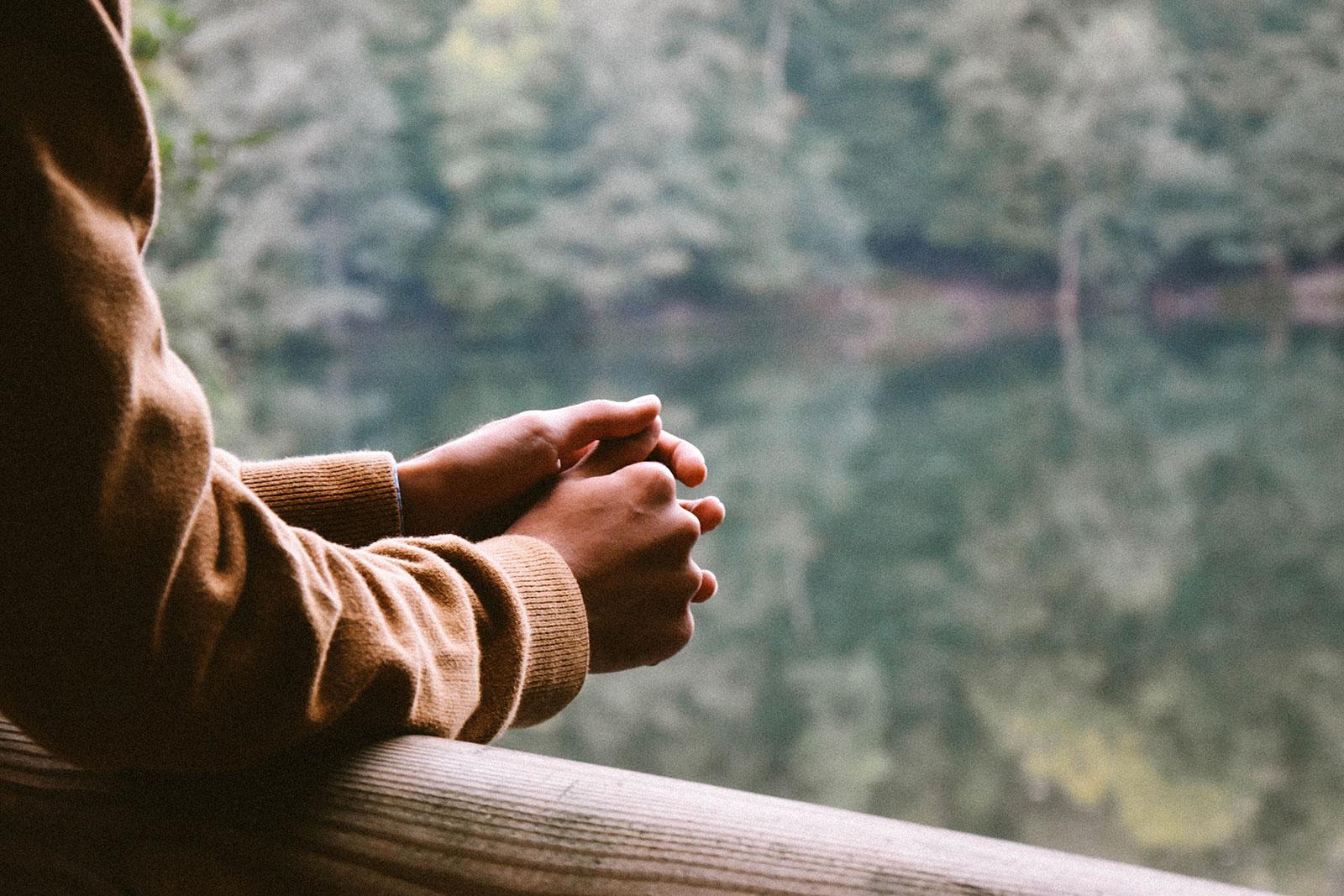 femme méditation - réflexion